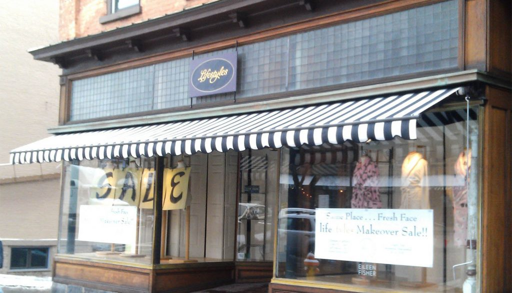 Retractable Commercial Awning