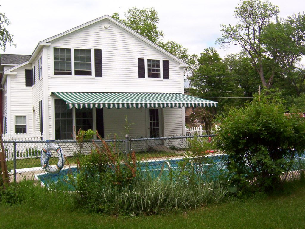 25' Retractable Awning